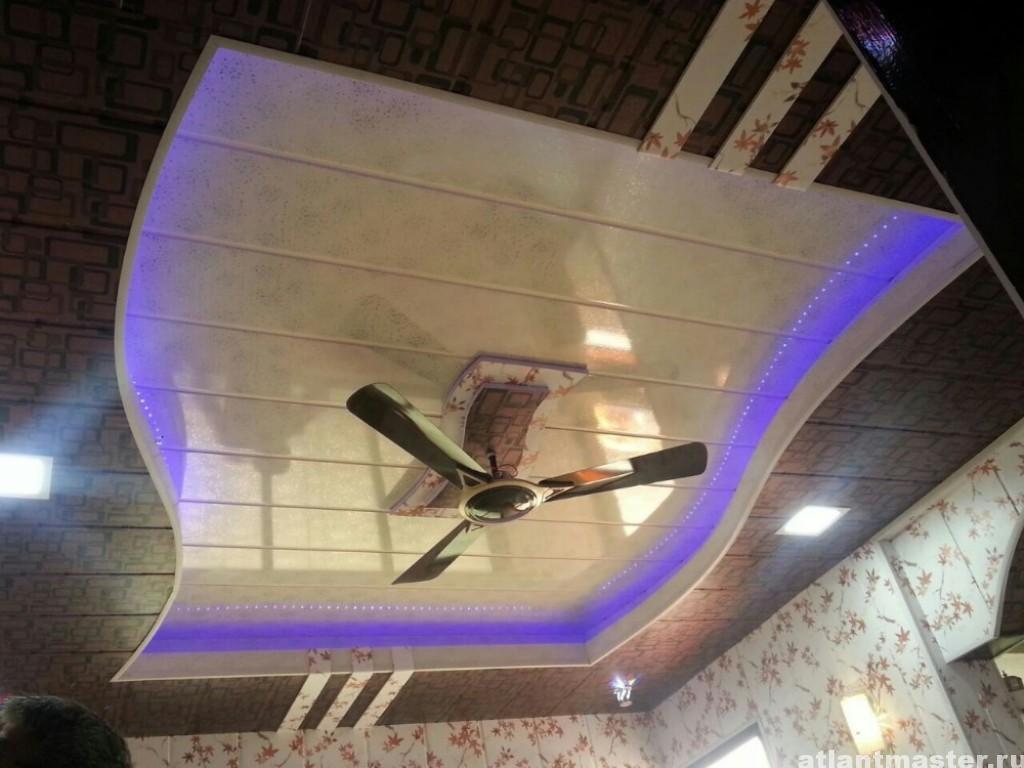 как клеить панели пвх на потолок