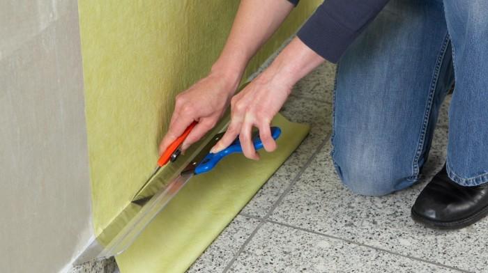 клеить обои флизелиновые на стену