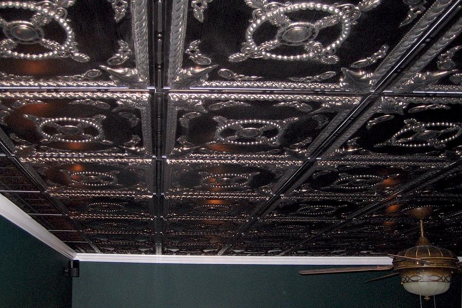 почистить металлические потолочные плитки